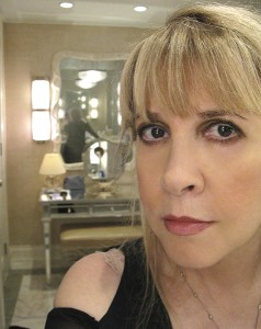 stevie-nicks-selfie-3-billboard-475