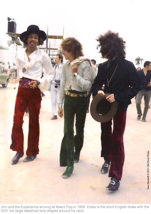 HENDRIXPERIENCE-Eddie-with-Camera's-around-his-neck-copy