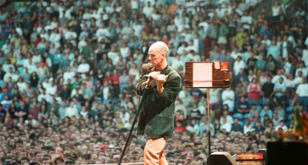 """Live Track:  R.E.M.""""What's the Frequency Kenneth"""" UK 1995"""