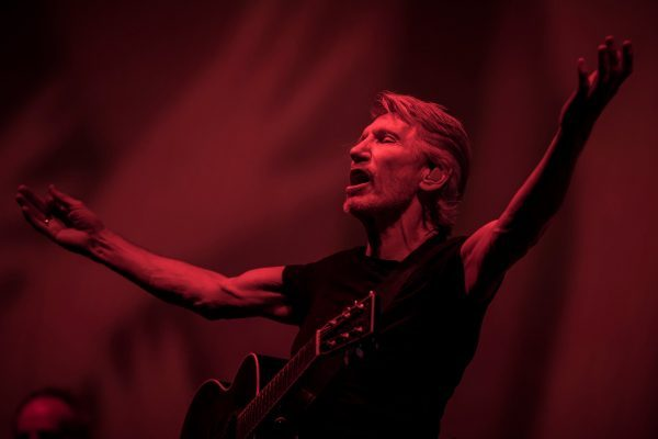 ROGER-WATERS-11DESERTREVIEW3-3-superJumbo